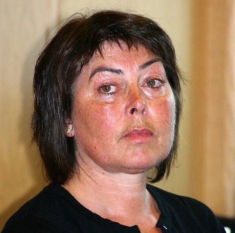 Kari Rita Frøyen, Ap, meiner det går på truverdet laus om politikarane ikkje kuttar eigen kostnader.