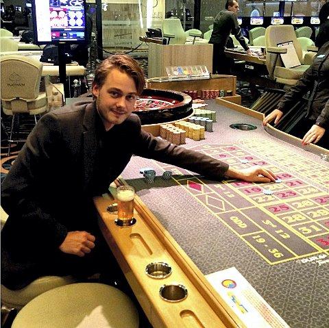 Satset og tapte: Helge William Braathen prøvde lykken med sjetongene da han nylig var på kasino i Bulgaria. Foto: Privat