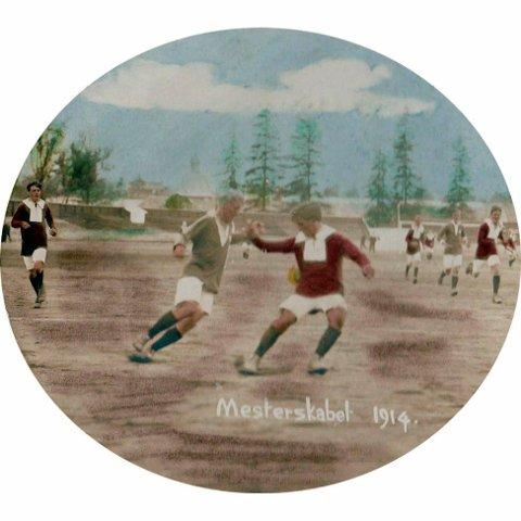 gjenskapt: Paul Dahl har klart å gjenskape flere situasjonsbilder fra cupfinalen 1914.