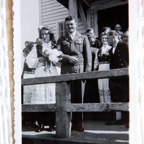 Pettersen forlovet seg like før krigen, men det gikk seks år før han ble gift. Vi hadde ingen kontakt på de årene. Hun visste ikke om jeg var i live, men hun ventet på meg da jeg kom tilbake, sier Pettersen.