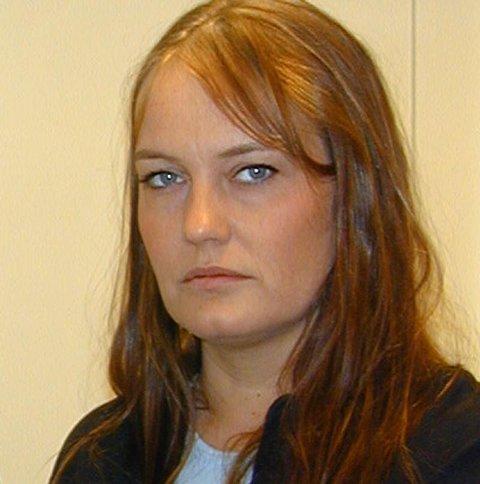 Heidi Halvorsen i Dyrebeskyttelsen på Ringerike mener hunden som ble funnet på Veme er klart mishandlet, og hun er både skuffet og sint.