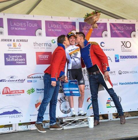 Også dagens vinner Anna Van Der Breggen fra Nederland fikk nyte tiden på podiet til det fulle.