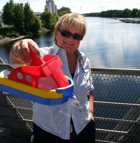 båtdrøm: Tove K. Gulbrandsen arbeider for at en ny vannvei mellom Storsjøen og Mjøsa skal bli åpnet. Nå skal planene konkretiseres. foto: lars fogelstrand