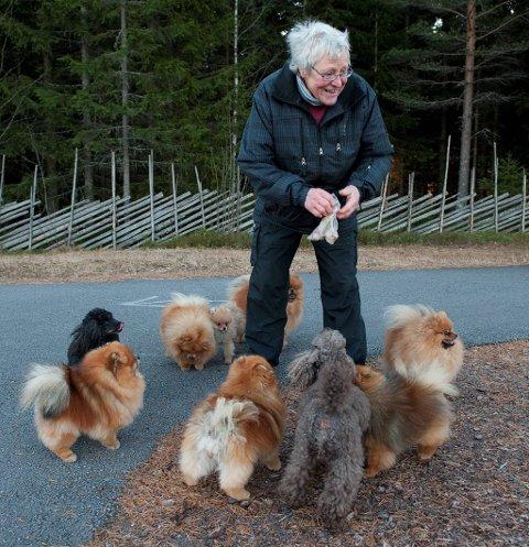 Matmor: Solveig Olsen vet hvordan hus skal få orden på hundeflokken.