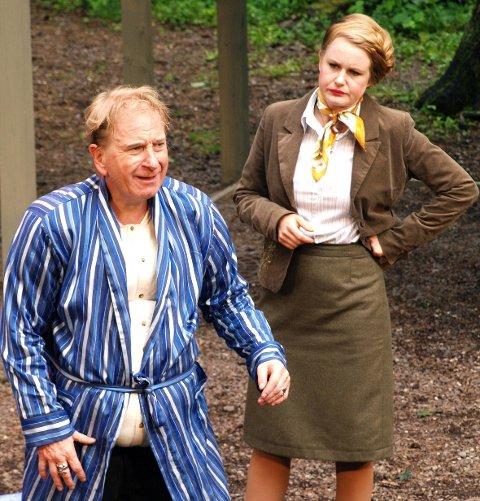 Joanna sammen med Sir John Falstaff (Karl Sundby).
