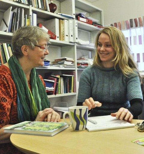 Forventninger. Universitetslektorene Marit Krogtoft (t.v.) og Irene Løstegård Olsen jobber begge med dialekter i sin undervisning av lærerstudenter. De venter spent på eksempler på saltendialekt.  Foto: Jørgen Mathisen