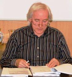 Kontrolltvalet i Bremanger kritiserte  i fjor rådmannen og kommuneleiinga i sin sluttrapport om saka. No skal kommunen til sak mot storbanken DnB NOR, som blir leia av ein god ven av Jens Stoltenberg.