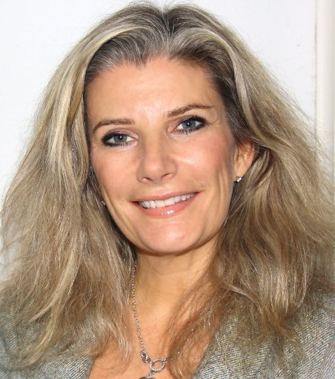ADVARER: Marianne Hatle som er psykiater og leder ved Spiseforstyrrelsesklinikken, mener at mediene fokuserer på umulige kroppsidealer.