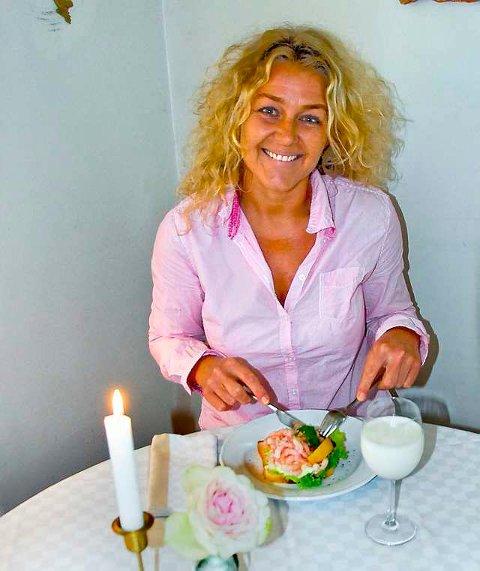 Helt riktig: Livet är en smörgås och et glas mjölk, synger Danielson. Akkurat slik er elleVilla, stråler Elisabeth Holm. (Foto: Per Albrigtsen)