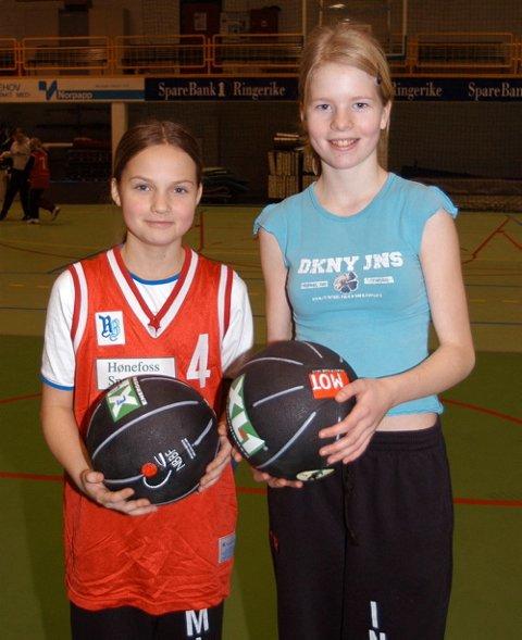 [Bildetxt-inngang]LIKTE SEG:  [/Bildetxt-inngang]Emilie Lesjø og Ingvild Roald Strøm fra Haugsbygd synes det er mor med basketball i romjula.