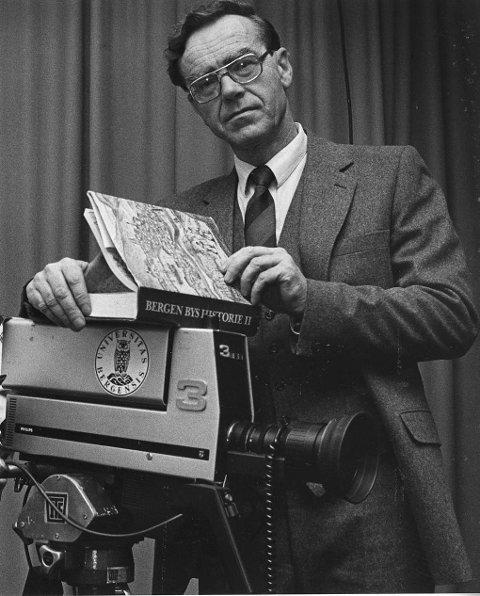 Fossen var opptatt av å formdle lokalhistorie ut til folket. Her under et TV-prosjekt til Universitetet i 1985.