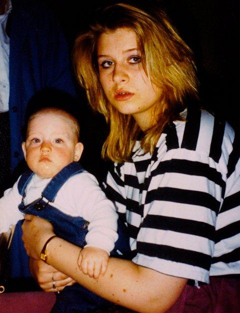 SØSTRE: Trude Beate som 14-åring med «Maria» på fanget. Det siste møtet mellom søstrene i 1989.