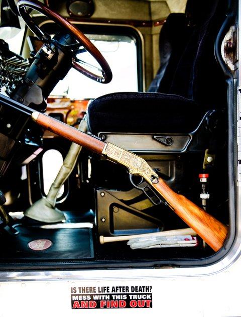 """UTSTYRT: Amerikanske trailere er godt utstyrt. Her er en børse, """"i tilfelle noen begynner å klå for mye på bilen"""". FOTO: MARTIN SLOTTEMO LYNGSTAD"""