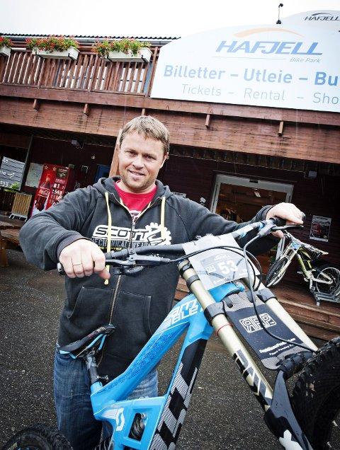 TENKER SIKKERHET: Snorre Pedersen i Hafjell Bike Park.