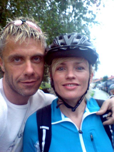 PAR PÅ SYKKEL:   Tom Eriksen og Nina Kristensen møttes på sykkelritt, og syklet sist helg Holmenkollrittet (bildet) sammen. I morgen sykler de begge Bockstensturen, et 100km langt terrengritt i Varberg.
