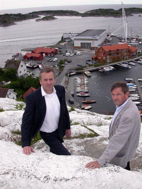 Arne Lindstøls selskap Lindstøl Skip AS,  har kjøpt Sparebanken Sørs aksjer i Solsiden 1, som er eier av Holmen.Det ligger ingen dramatikk i dette, sier banksjef Per Arve Øyen (t.v.)