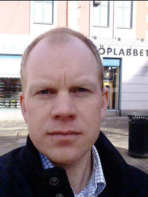 TUNGT HJERTE: Ragnar Andresen, medeier av Åsvær, mener det tenkes kortsiktig om øyperlen. En søskentrio har med tungt hjerte lagt ut Åsvær for salg.  (Foto: Privat)