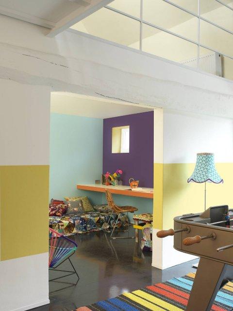Det går an å leke seg med andre farger enn i den opprinnelige stilen. Som her med både gult, blått og lilla. Tilbehøret kan være med på å fremheve fargespillet.
