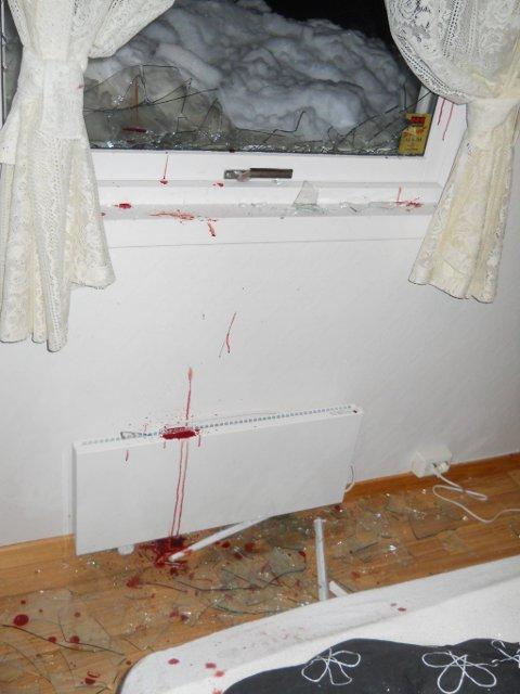 TOK SEG INN: Mannen tok seg først inn gjennom dette vinduet. Foto: Privat