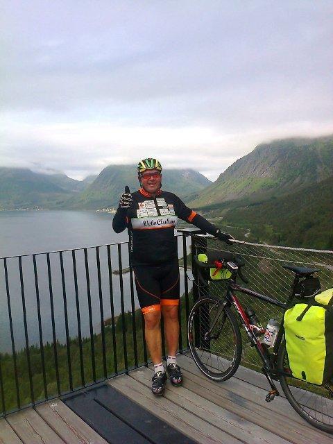 Viser ved eksempel: Pål Andreassen har syklet Norge rundt for å fortelle om og vise til livsstilsendring. Nå er han på vei hjem igjen til Torpa. Han regner med å være hjemme 3. september. Foto: Privat