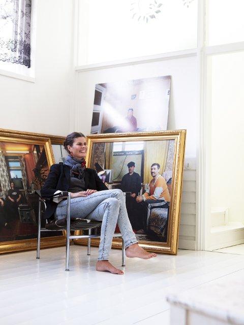 GJØR SUKSESS: Benedikte Ugland fra Vingrom, her fotografert i sitt hjem i Stockholm.