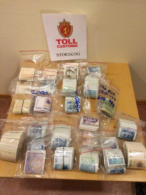 Tollerne på Storskog grensestasjon beslagla 500.000 kroner da fire personer reiste til Russland.