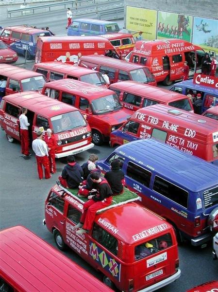 I 2002 var det fylkestreff i Kristiansund. Da var det samlet rundt 100 russebiler og minst 700 russ fra hele fylket.
