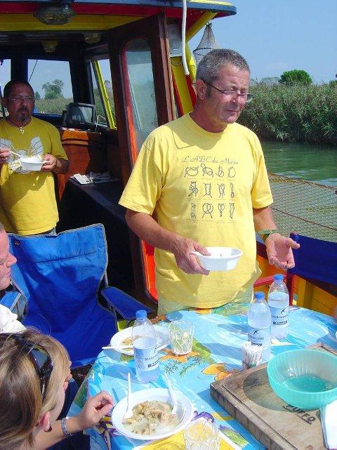 Lunsj med pollenta og sjømat om bord på Orsippa, båt som tar med turister på havet og på kanalene.