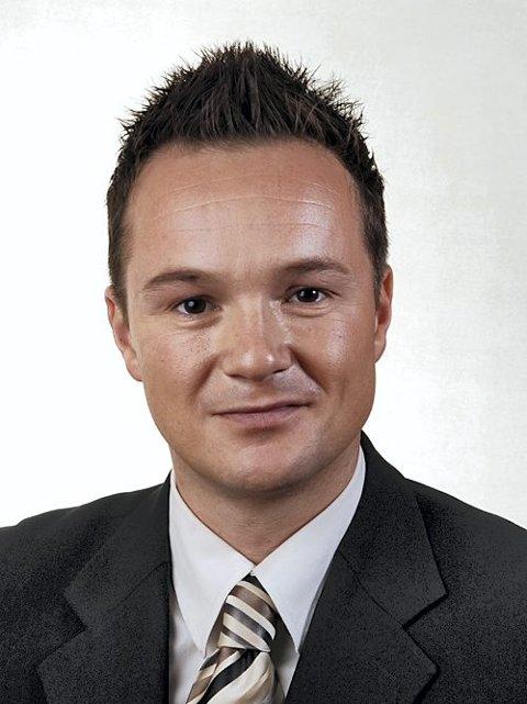 Barndomsvennen, tidligere stortingsrepresentant Andre O. Dahl vitnet for Lene.