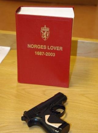 Ekte vare?: Det var en slik softgun det ble truet med utenfor Station Pub på Mysen. Etterligningen er så naturtro at den utvilsomt ligner på en original pistol.