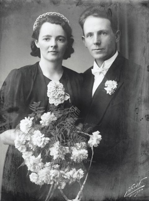 Dette er bryllupsbiletet av foreldra til Otto Dyrkolbotn