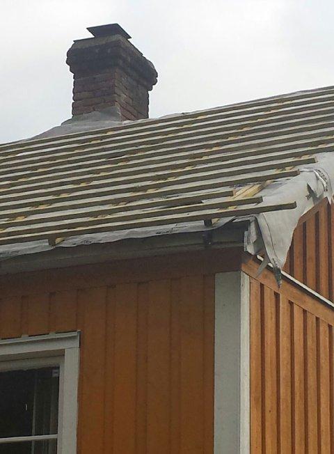 Taket står halvferdig, og håndverkeren fra Larvik er borte.
