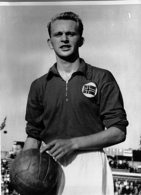 LANNDSLAGET: Rolf Bjørn Backe fikk 18 kamper med det norske flagget  på brystet.