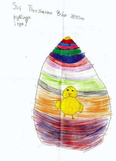 """I egget: Åtte år gamle Siri Thorsbakken fra Eina har tegnet """"kyllingen i egget"""". Tusen takk for flott tegning, Siri!"""