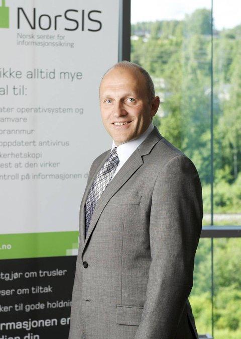 Leder for Norsk senter for informasjonssikring (NorSIS), Tore Larsen Orderløkken, sier de får en rekke henvendelser fra folk som har mottatt telefoner fra svindlerne.