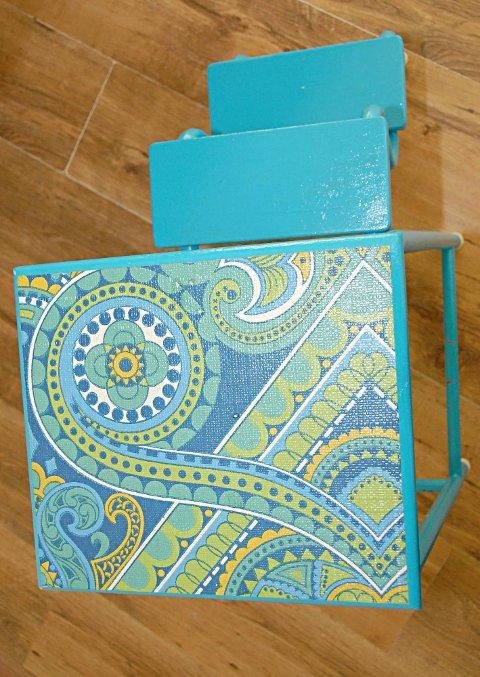Retro: Stolen er malt og dekorert med 1970-tallstapet.