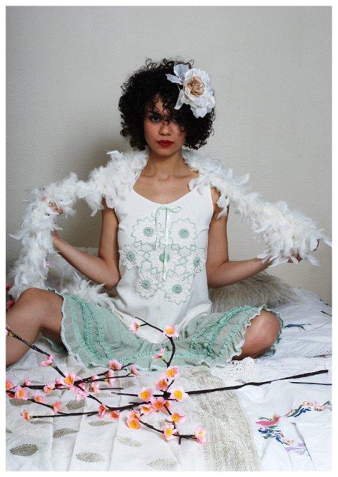 Se min kjole: «Mrs Arouba» på Fritzøe Brygge selger Helga Solbakkens kjoler. (Foto: Mathea Skaalvik Pihl)
