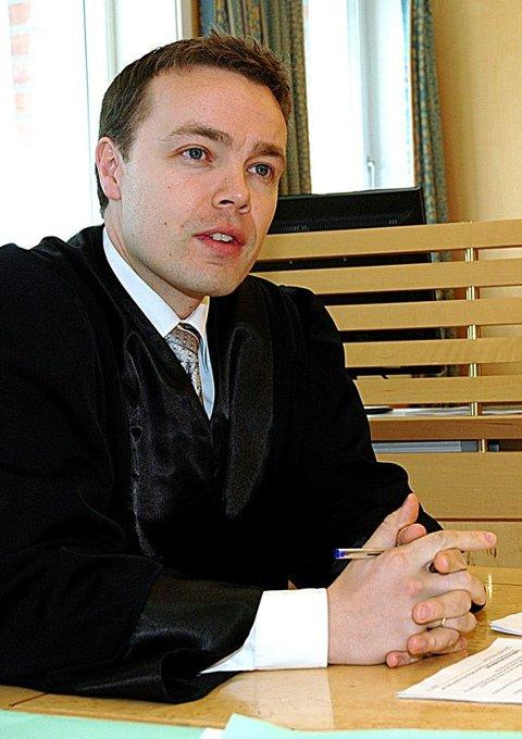 Etterforskning. Politiadvokat Lars Brekke omtaler YouTube- saken som svært spesiell. Politiet er i gang med etterforskningen. Foto: Svein Snefjellå
