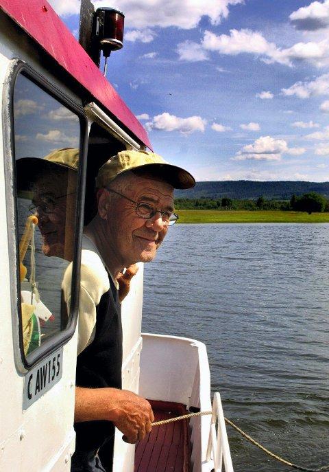 SKEPTISK: Tidligere oppsynsmann i Nordre Øyeren Naturreservat, Gunnar M. Anderssen, er skeptisk til å spise fisken i Nitelva. FOTO: BENTE WALLANDER