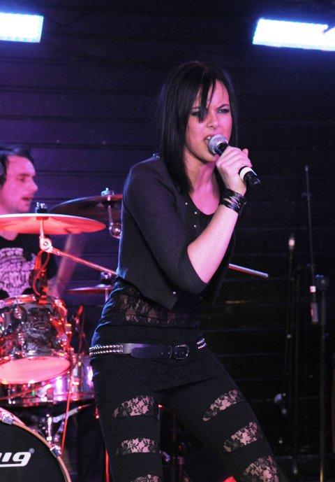 KILLERZ: Tanita and the Killerband, med Tanita Kolås i spissen, sytte saman med Estranged for ny publikumsrekord etter nyopninga av Garveriet. Lørdag løyste 320 billett.