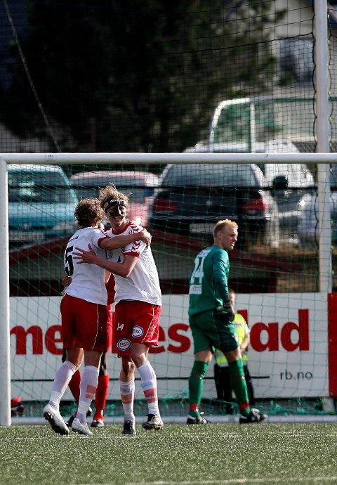 TUNGT: Kort tid etter at Sigurd Dalen misset et straffespark rotet Bent Brattbakken (bilde) og André Flesvik det til slik at FK Tønsberg kunne gå til pause med 1-0-ledelse. ALLE FOTO: TOM GUSTAVSEN