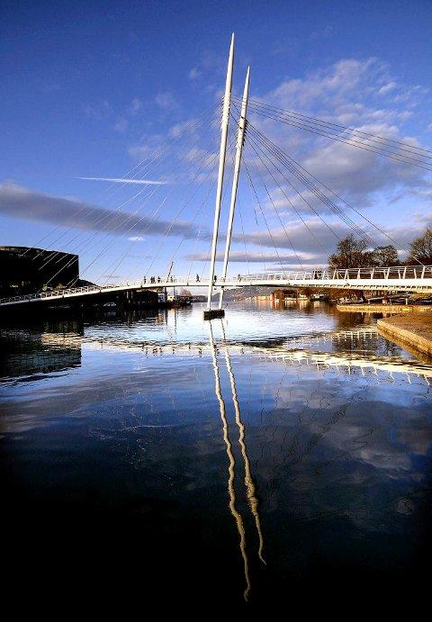 Attraksjon: Ypsilonbroen i Drammen binder bydelene på hver side av elven sammen på en spektakulær måte. Foto: Lisa Selin, DT