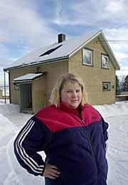 INGEN TILBUD - Kommunale tilbud er så å si ikke-eksisterende i Redalen. Hvorfor skal vi da betale eiendomsskatt undrer Gry Anita Larsen en av flere eiendomsbesittere i Redalen som har klaget til Gjøvik kommune etter at hun i år ble pålagt å betale eiendomsskatt. Nå kan saken bli tatt opp til ny vurdering.