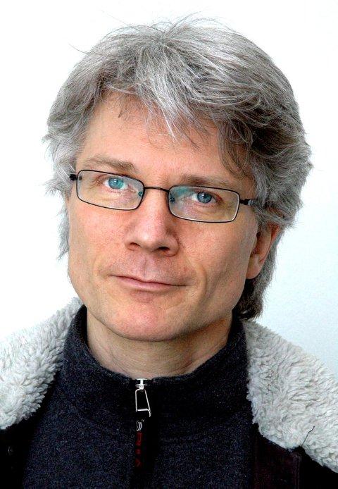 Arnfinn Åslund oppfordrer folk til å gå grundig i gang med Bjørnsons bondefortellinger.