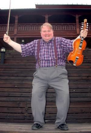 TIL USA : Alt tyder på at Knut Buen reiser sammen med SKRUK til USA for å holde flere konserter. Invitasjonen har kommet fra ambassadør Knut Vollebæk.