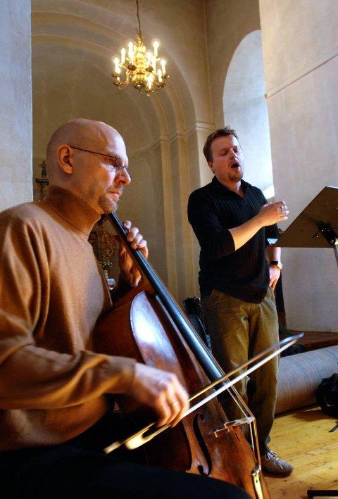 INTERNASJONALT: Her ser vi finske Markku Luolajan-Mikkola på cello og tyske Franz Vitzthum som er sanger.