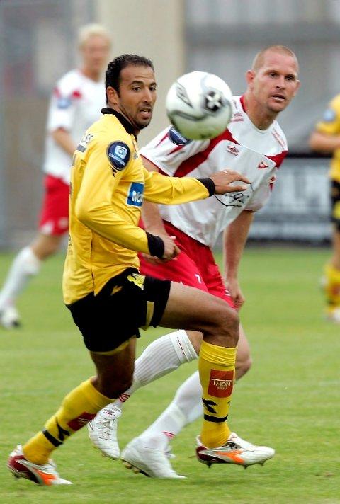 GOD KAMP: Kasey Wehrman debuterte for FFK mot gamle lagkamerater. Wehrman viste seg fram som en av banens beste spillere.
