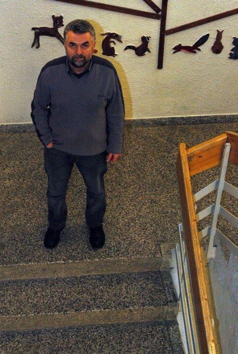 Pinlig. Rektor Kristian Øse beklager sterkt episoden hvor en av lærerne på Vestmyra ungdomsskole kastet en elev ut av klasserommet.Begge foto: Stina Sønvisen