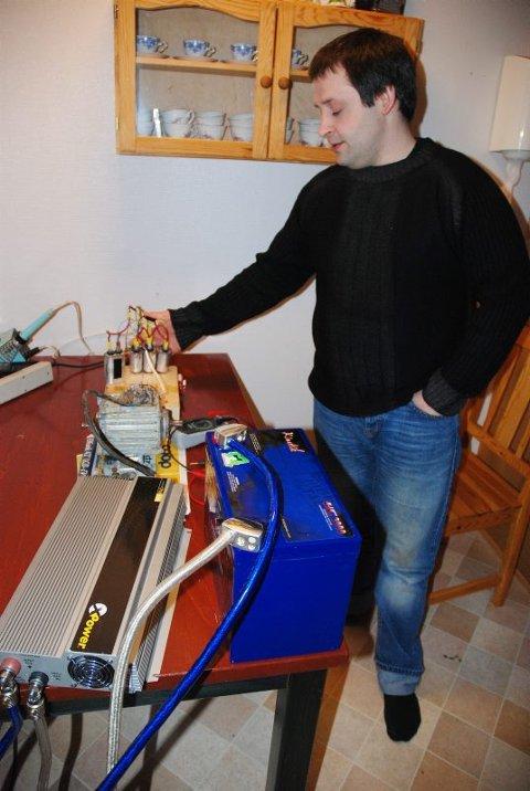 Utdanner seg. Interessen for mekanikk og elektronikk gjør at Robert Myrland nå vil utdanne seg atskillig mer på dette feltet.