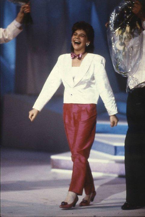 Sandra Kim fra Belgia på scenen i Grieghallen etter å ha vunnet finalen i Melodi Grand Prix (Eurovision Song Contest) (03.05.1986).